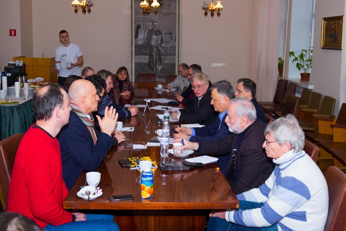 """Держава і громадянські протести: круглий стіл """"Філософської думки"""""""